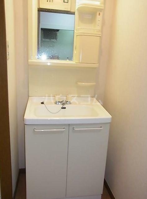 リヴェール石川台 103号室の洗面所