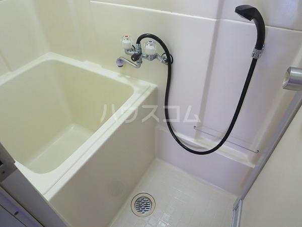 ハイツカワベ 202号室の洗面所