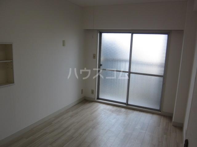中駒コーポ富田 202号室のリビング