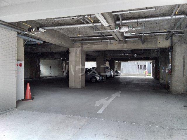 カルム亀島 609号室の駐車場