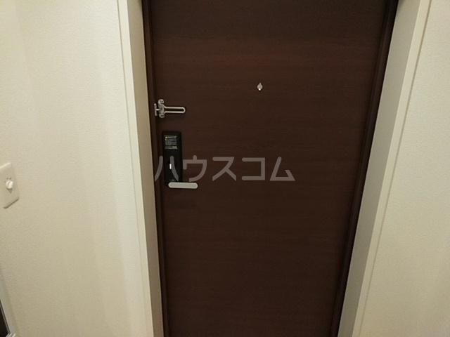 ロイジェント日吉の玄関