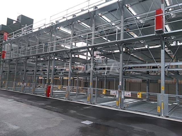 ロイジェント日吉の駐車場