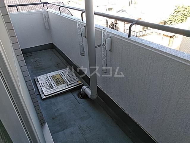 ヒルトップ洗足 406号室のバルコニー