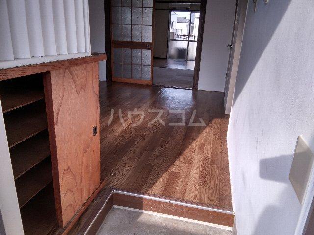 サンスカイ 303号室の玄関