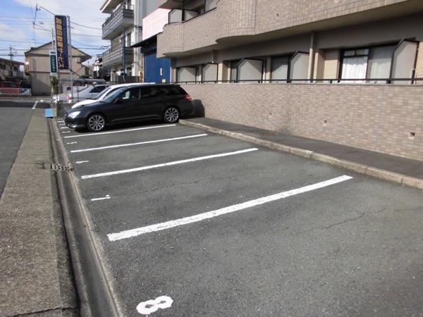 ハピネス高畑 103号室の駐車場