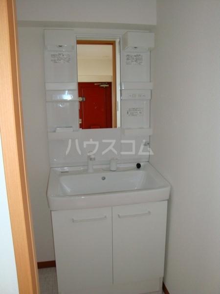 第一高杉マンション 2A号室の洗面所