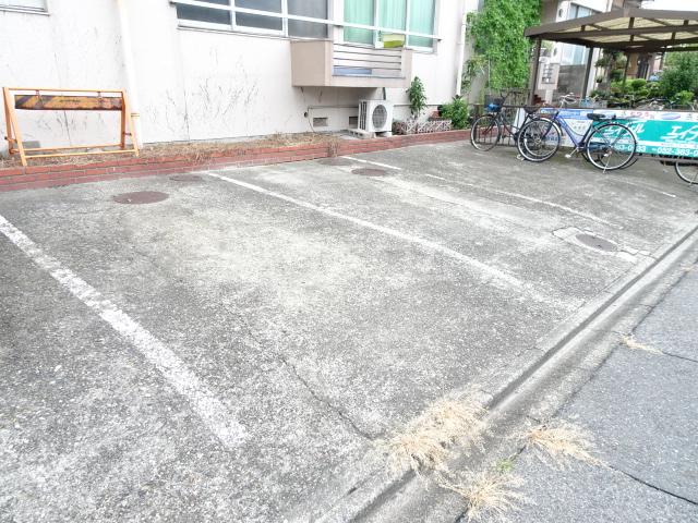 安藤ビル 107号室の駐車場