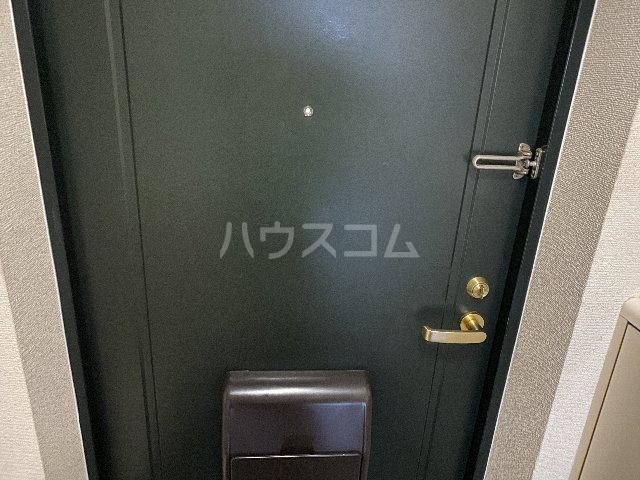 ドルフ亀島Ⅳ 208号室の玄関