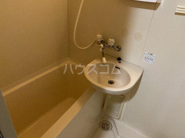 ドルフ亀島Ⅳ 208号室の風呂