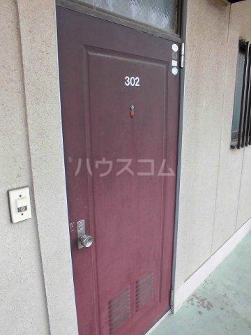 アメニティ瀬川 302号室の玄関