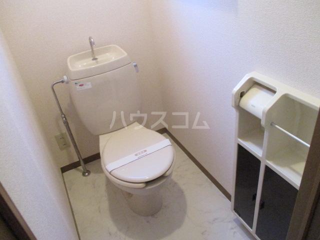 ロイヤルガーデン・アネシスC 102号室のトイレ