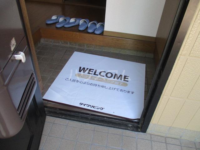ロイヤルガーデン・アネシスC 102号室の玄関