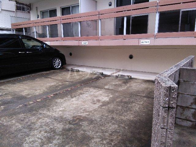 メゾンi本陣 101号室の駐車場