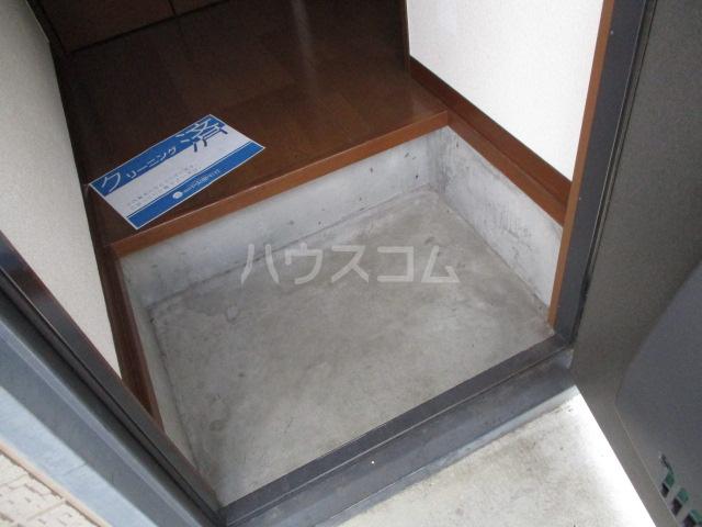 ヴェルドミール 101号室の玄関