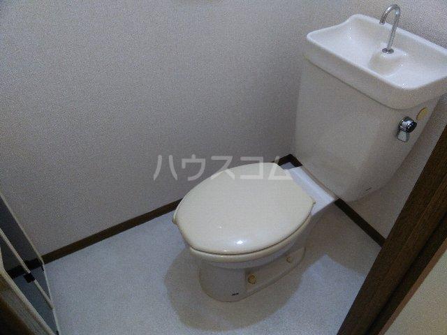 サニーコート治平 103号室のトイレ