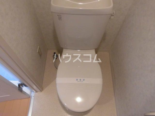 クレフラスト荒子 103号室のトイレ