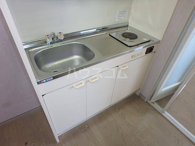 DAIMAN HOUSE 七宝 408号室のキッチン