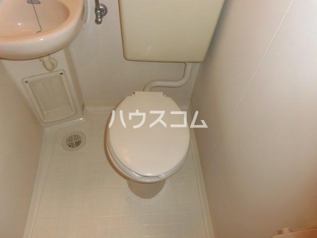 ストークハイツ 201号室のトイレ