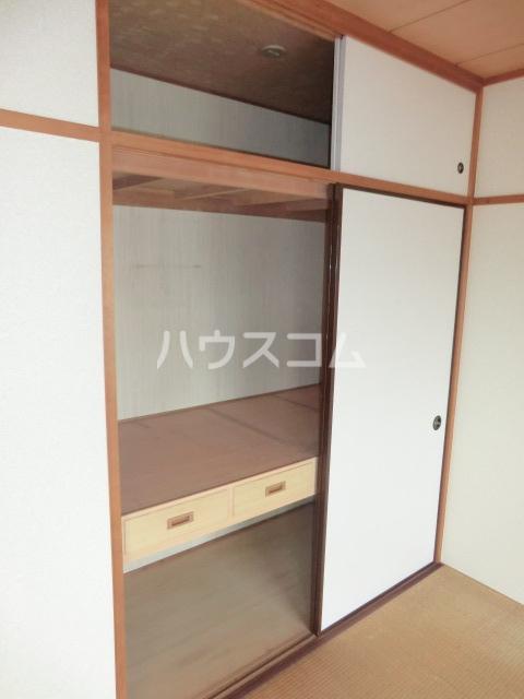 コリーヌアンソレイエ 508号室の居室