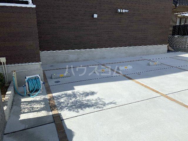 サンキエム 1-A号室の駐車場