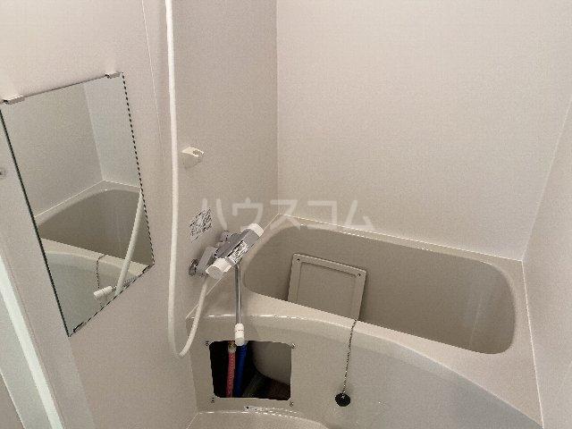 サンキエム 2-A号室の風呂