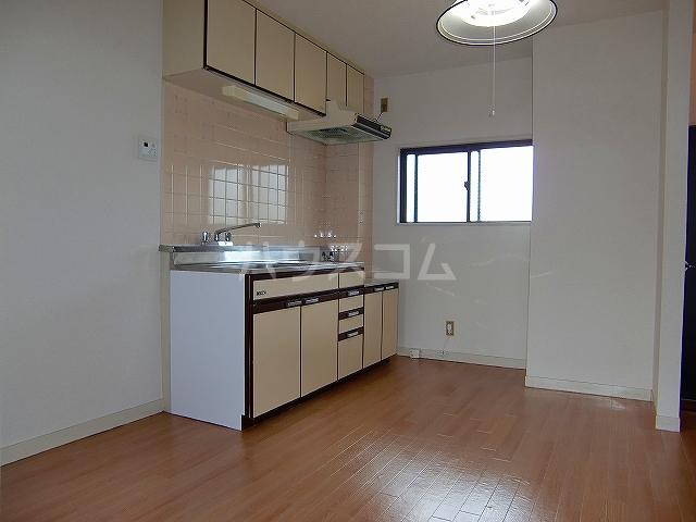 ハイツ青葉台 302号室のキッチン