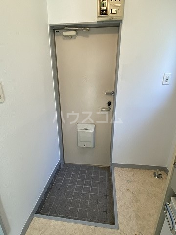 グリーンヒルズ3 101号室の玄関