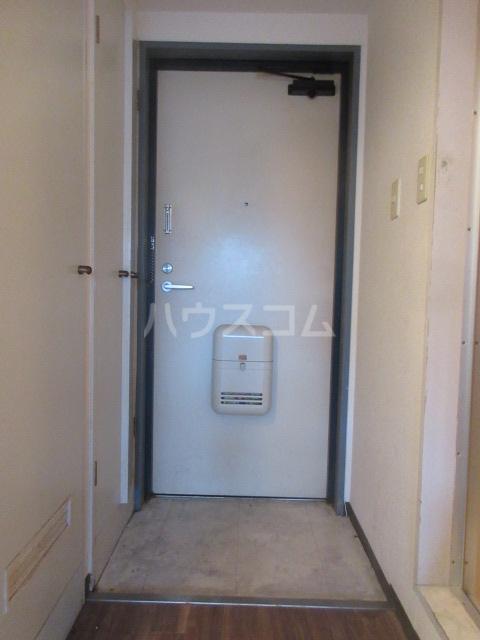 ラディアントⅢ 303号室の玄関