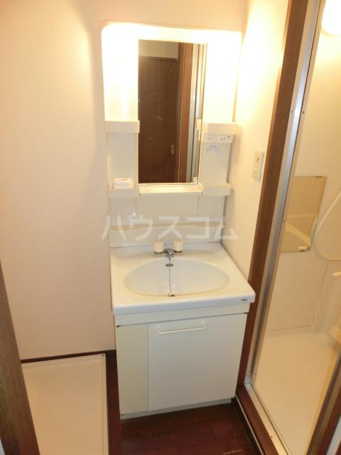 CRECER新栄 102号室の洗面所