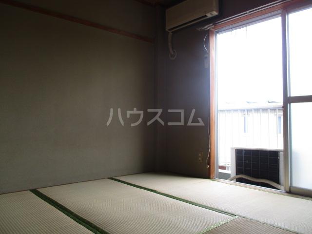 メゾン新井 202号室の居室