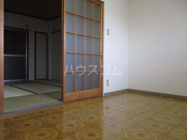 メゾン新井 202号室のリビング