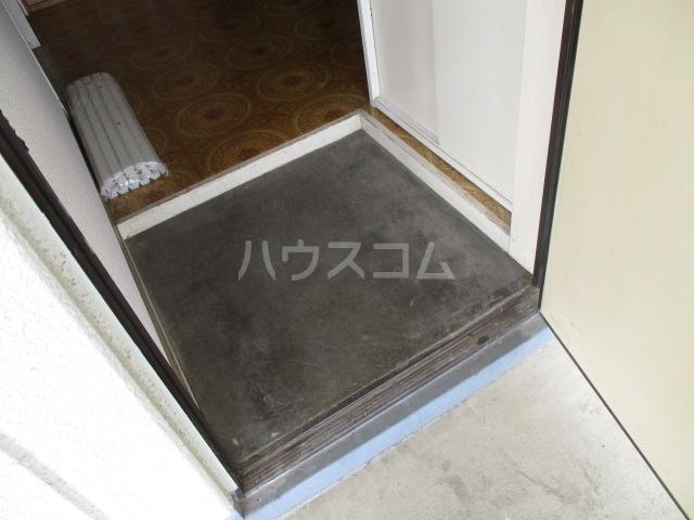 メゾン新井 202号室の玄関