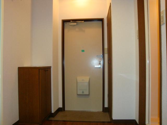 アメニティ名駅 02040号室の玄関