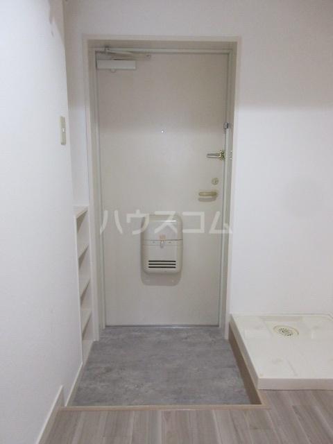 ドール新栄 302号室の玄関