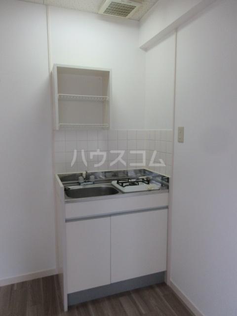 ドール新栄 302号室のキッチン