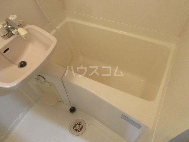 ドール新栄 302号室の風呂