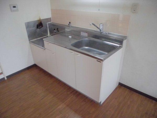 アーバンホーム ワン 301号室のキッチン