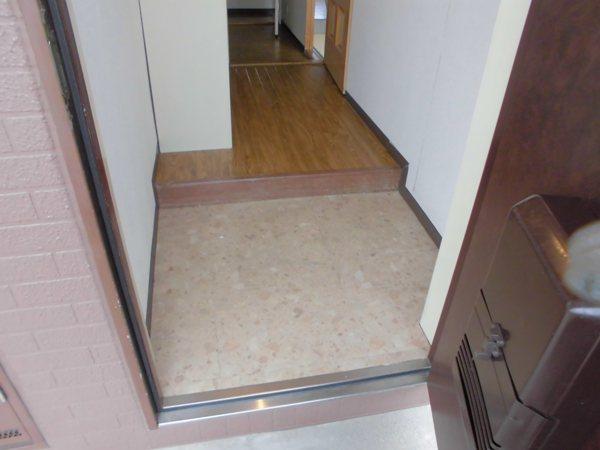 アーバンホーム ワン 301号室の玄関