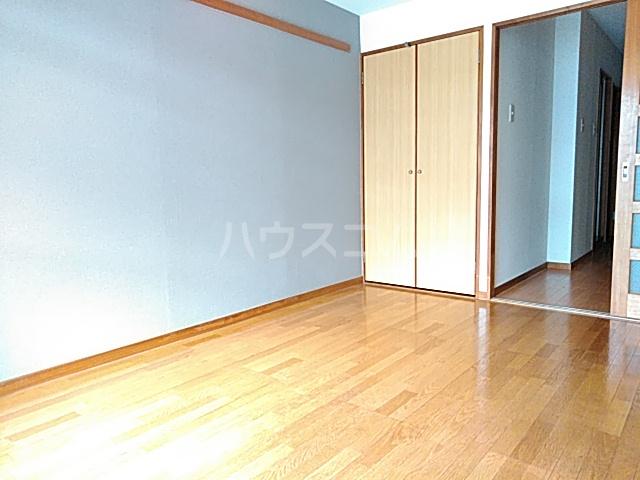 グランデュール若清 302号室のリビング