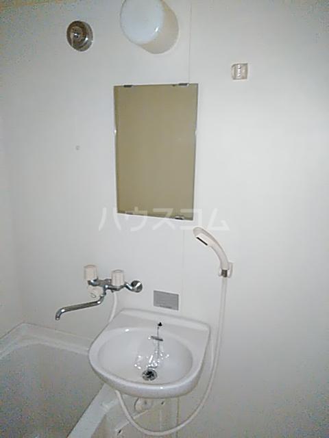 グランデュール若清 302号室の洗面所