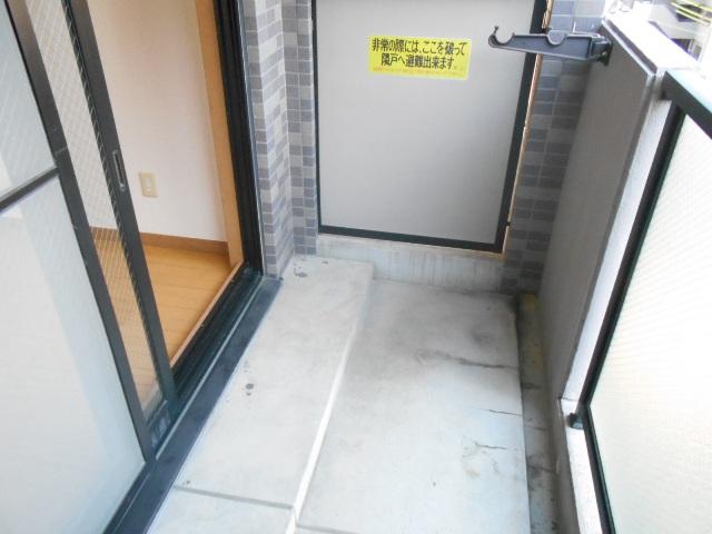 エルスタンザ鶴舞公園 406号室のバルコニー
