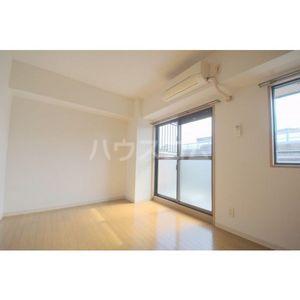 ガーディアン千代田 301号室の居室
