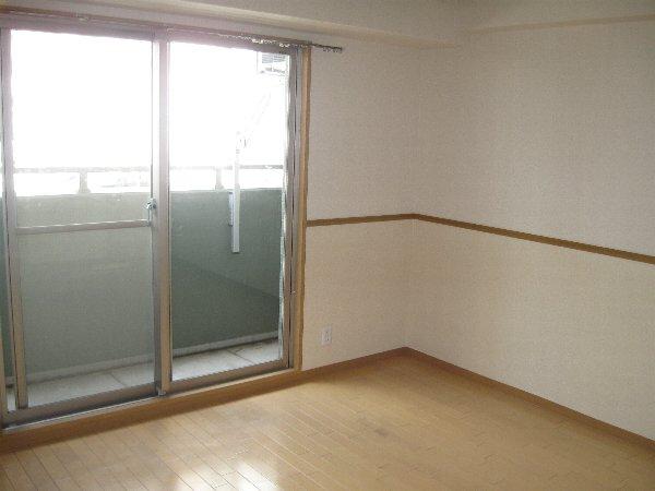 キャノンピア鶴舞 402号室のリビング
