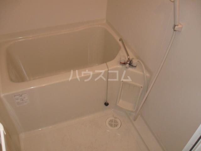キャノンピア鶴舞 402号室の風呂