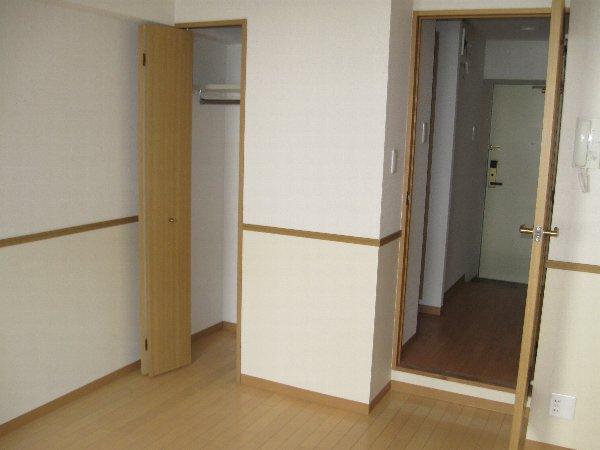 キャノンピア鶴舞 402号室の居室