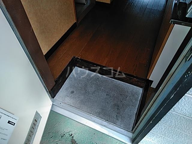 コーポJTL 205号室の玄関