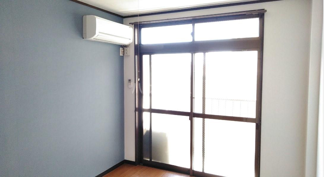デイジーヒル壱番館 206号室のリビング