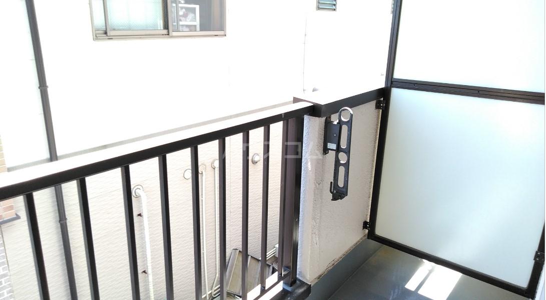 デイジーヒル壱番館 206号室のバルコニー