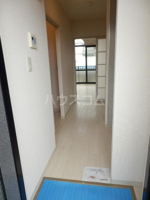 ピアシャンテ 205号室の玄関