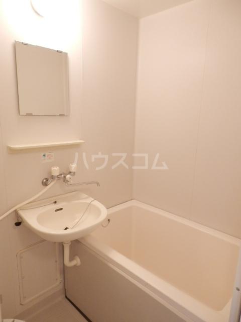 ピアシャンテ 205号室の風呂